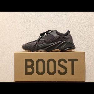 SZ 9.5/ Yeezy Boost 'UTILITY BLACK'